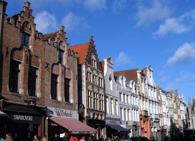 Petits magasins typiques à Bruges