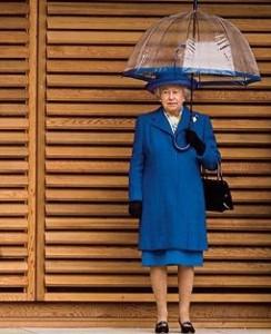 Queen onder Birdcage paraplu