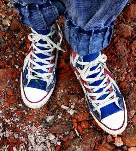 Trendy sneakers op stap